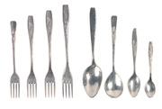 Алюминиевые литые ложки и вилки разных размеров.