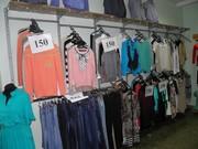 Торговое оборудование для магазина одежды б/у. Оборудование Чернигов. Подиум ступенчастый для манекенов и др. Полка,  профель на стенку для одежды.