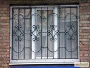 Решётки на окна,  простые и с кованными элементами.