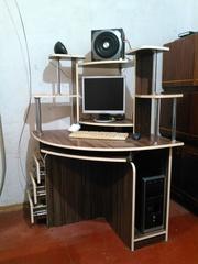 Компьютерный трехярусный стол